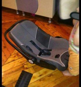 Автомобильное детское кресло- люлька