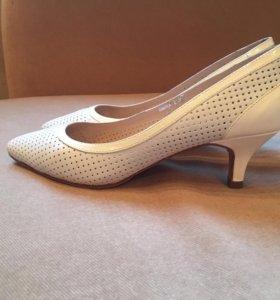 Туфли -лодочки  кожаные S by Santini 35-36 размер
