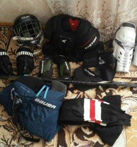 Комплект спортивной зашиты для хоккея с клюшкой