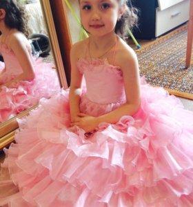 Красивое платье на девочку 6-7лет