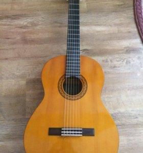 Срочно продам  НОВУЮклассическую гитару Yamaha c40
