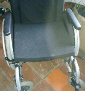 Инвалидная каляска и памперсы