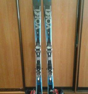 Горные лыжи и ботинки