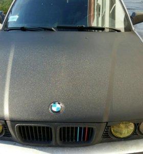 Оклейка авто плёнкой под карбон