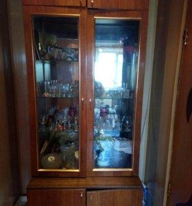 Стенка с зеркалами и стеклянными полками