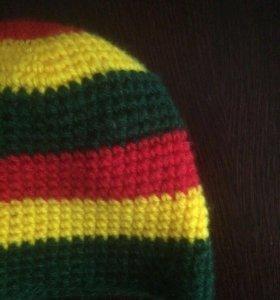 Вязаная шапка растаманская