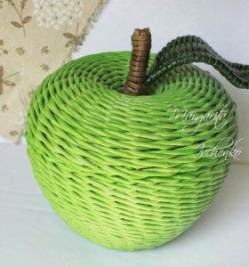 Яблоко конфетница