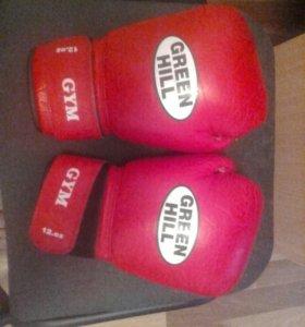 Боксерские перчатки.и