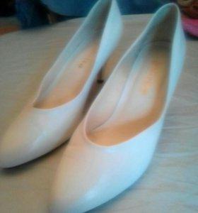 Белые туфельки 38 размер