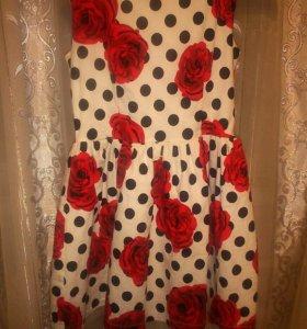 Платье в горошек с розами