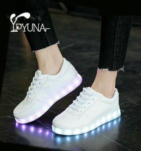Светящиеся кроссовки новые