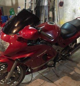 Мотоцикл Кавасаки ззр400-2