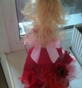 Кукла с цветами и конфетами
