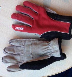 Лыжная куртка и перчатки