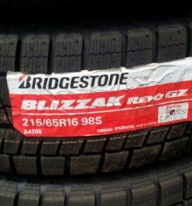 Bridgestone 215/65/16 зима