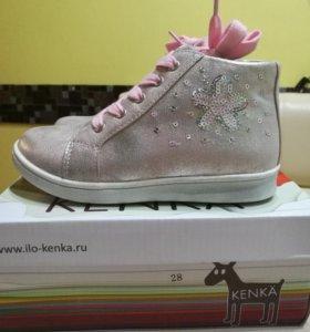Ботинки КENKA новые.