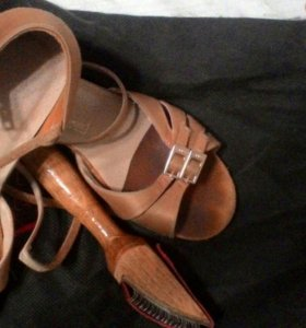 Туфли и платья для танцев