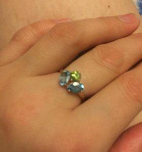 Кольцо с камнями топаз