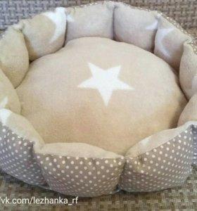 Лежак лежанка для кошек и собак мелких пород