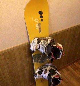 Сноуборд, ботинки и куртка