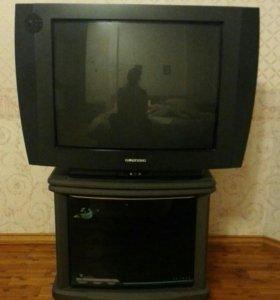 Телевизор и тумба под него