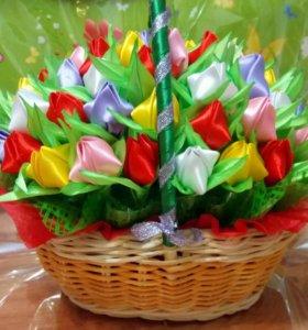 Корзинка с тюльпанами из атласных лент