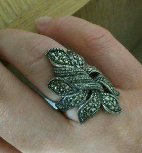 Кольцо новое серебряное с марказитом