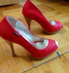 Туфли женские,размер каблука 11 см.