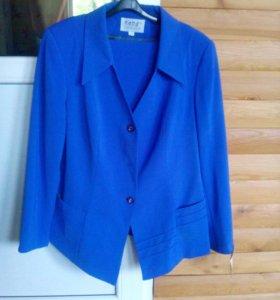 Новый костюм( пиджак + юбка).