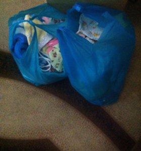 Продам 2 пакета детских вещей от 0 до 5 м. Срочно
