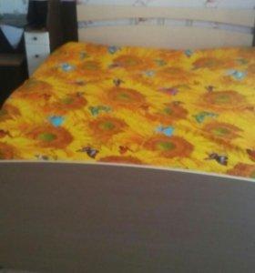 Кровать двухспальная и тумбочка