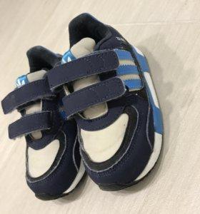 Кроссовки adidas 22р