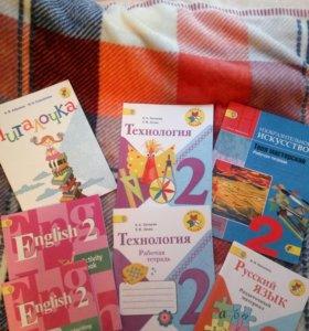Тетради и учебник