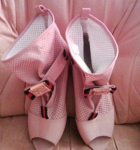 Босоножки-ботинки