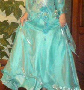 Продам платье бюрюзового цвета