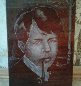 Портрет С.Есенина на дереве