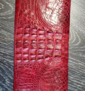 Женский кошелек из натуральной крокодиловой кожи.