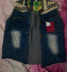 Стильная джинсовая безрукавка