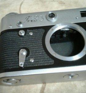 Советский фотоапарат FED 3 и чехол для него .