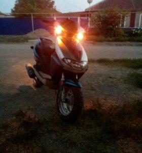 Продаю скутер 70к