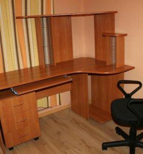 Правый угловой компьютерный стол и стул