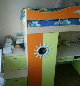 Кровать и стол б/у