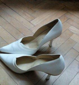 Свадебные туфли белые италия из натур. кожи 40 р-р