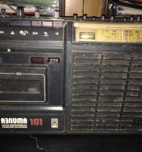 Раритетный кассетный магнитофон