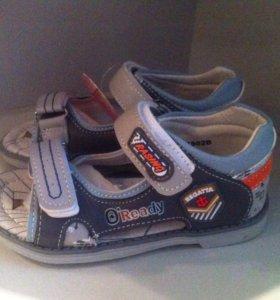 Детская обувь новая.