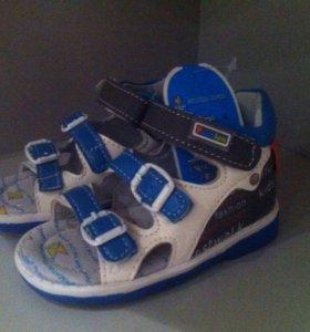 Обувь детская новая.