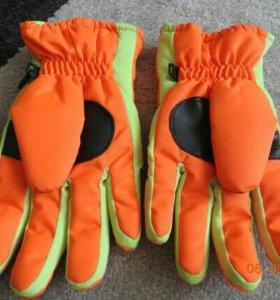 Перчатки лыжные новые