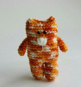 Маленький вязаный котик (оранжевый)