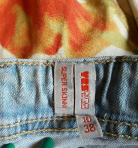зауженые рваные джинсы