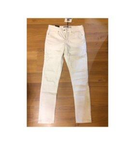 Новые джинсы, на размер 40-42.